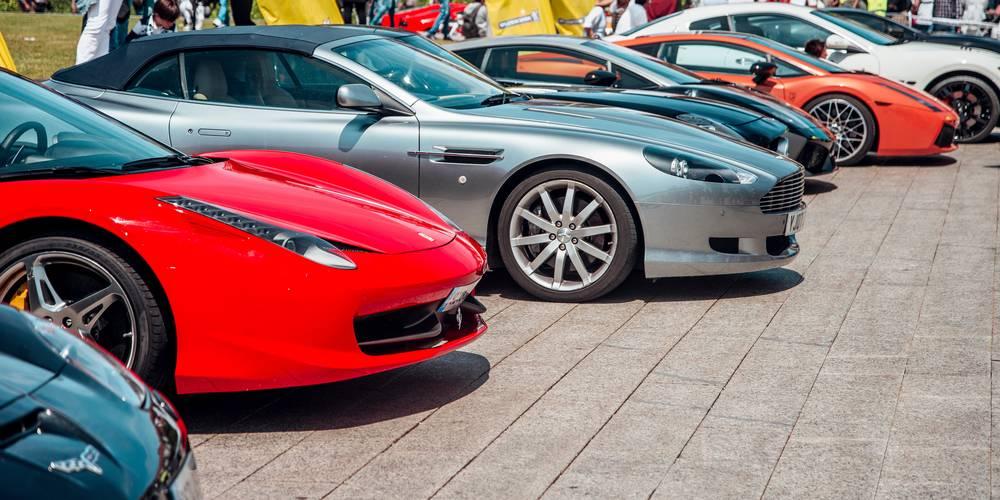 Aktien zu Luxusfahrzeuge